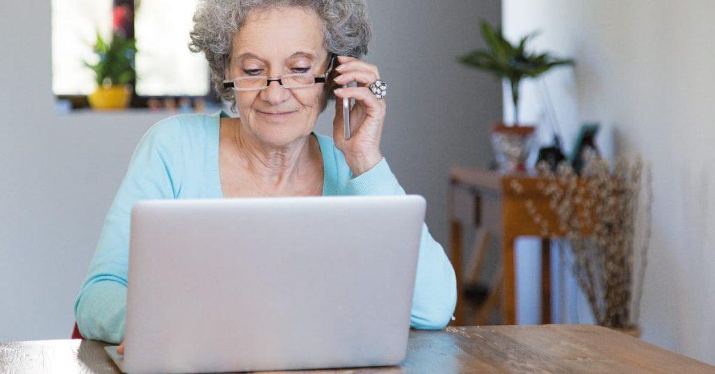 ordenadores portátiles para personas mayores